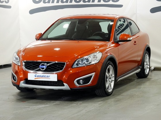 volvo c30 2 0 d momentum 136cv de segunda mano en madrid 4133. Black Bedroom Furniture Sets. Home Design Ideas