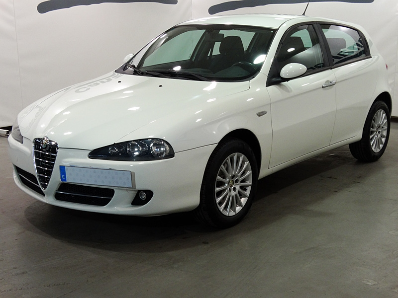 alfa romeo 147 1 9 jtd distinctive 120cv de segunda mano en madrid 5209. Black Bedroom Furniture Sets. Home Design Ideas