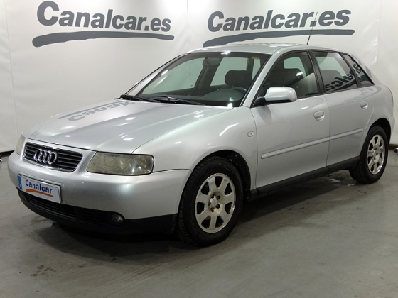 Audi A3 1.6 Attraction 102 CV